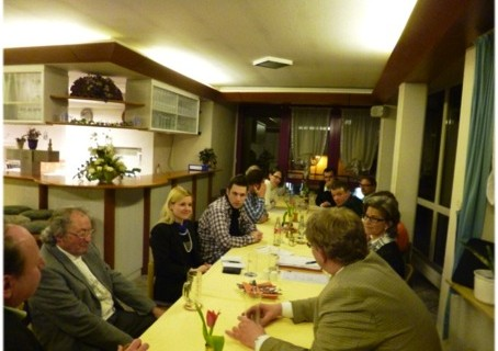 Lisa Strotbek im Gespräch mit dem Ortsverband Backnanger Bucht